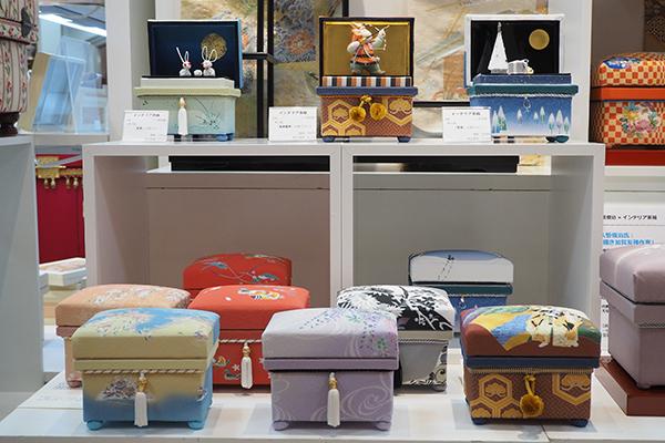 季の箱・ボンボニエールのミニ桐茶箱コーナー お客様からも毎回好評です