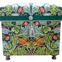 15K ウィリアムモリスの生地で制作。英国式のフラワーアレンジメントを中に添えた美しい作品