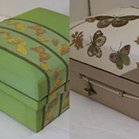 5KS&Nori-S 美しい蝶の刺繍生地を使用し、グルーデコのチャームを付けて