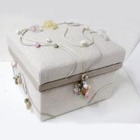 NORI-M 立体的な装飾を施し、「四季」を表現。装飾の巻玉は全て手作り。