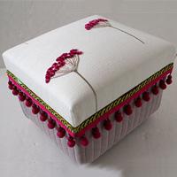 NORI-M 蓋にビーズ刺繍をあしらい、厚手の生地でふっくらと仕上げた優しい雰囲気の作品