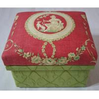 中箱のカルトナージュも美しい作品