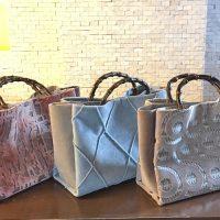2017年より始まった、針糸を使わず仕上げる、画期的な「縫わないバッグ」のシリーズです