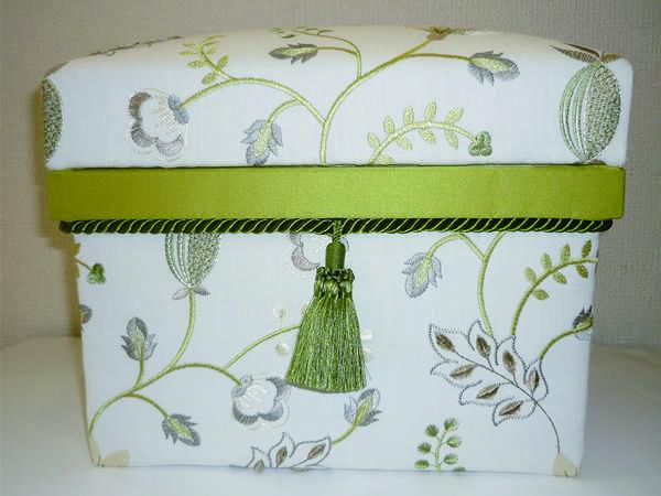 刺繍の生地が気にいって、最近作成した作品