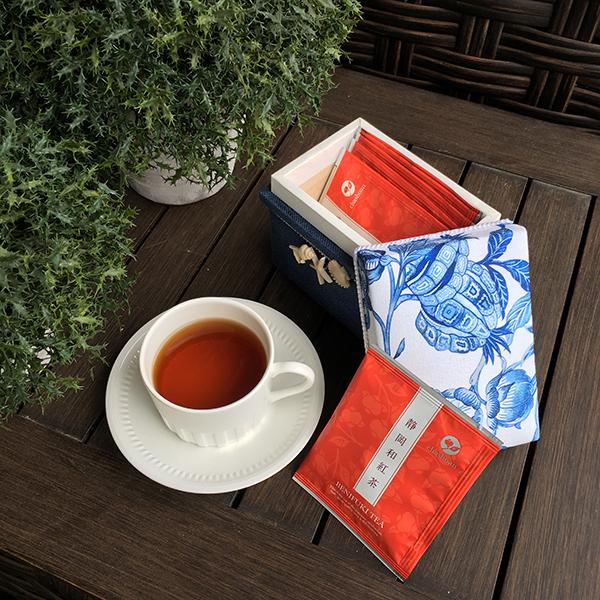 茶箱そのものの素晴らしさを伝える広報活動を2018年から開始しています。ミニ茶箱作りも体験して頂いています。