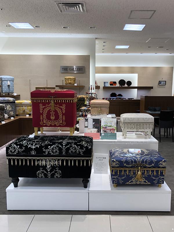 高級ファブリックシャール・ブルジェで仕立てたインテリア茶箱