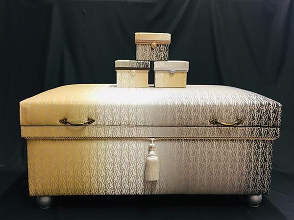黒石デザイナーの「オリビエ」60KS型とミニ桐茶箱