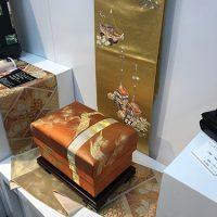 大正帯「松」5KS型を帯と共に展示し、お客様の目を惹きつけました。