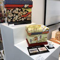 手描き京友禅作家藤井先生の「昼夜雲取宝尽し」5K型と「正月」1K型。ワンポイントに犬のお飾りも添えました。