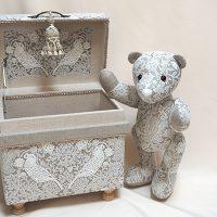 William Morris -Pure Morris Series 「いちご泥棒」FLAX。お揃いの生地でベアも展示されました。
