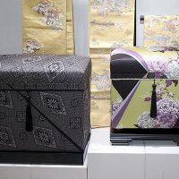 大島紬「龍郷」 40Kと 新作 帯紫牡丹 20Kが入口でお出迎え