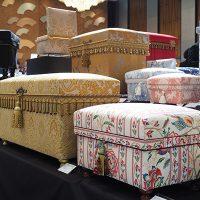 ゴージャスなインテリア茶箱の代表作品のタシナリ&シャテル「LEONARDO」60ESP型も展示されています。
