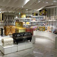 自信作の豪華なインテリア茶箱たちがお客様をお出迎えします。