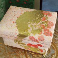 雪肌麻紙、金箔、水干絵具を使用