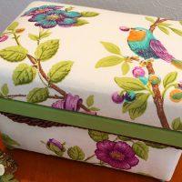 鳥が大好きなお友達のプレゼントに。 小さいお茶箱はプレゼントに最適。